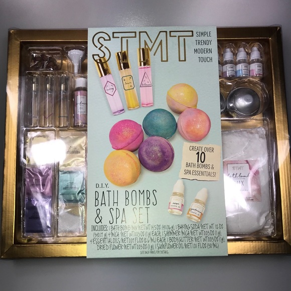 STMT D.I.Y. Bath Bombs & Spa Set ~ Create Over 10